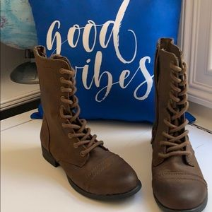 American Eagle Brown Boots
